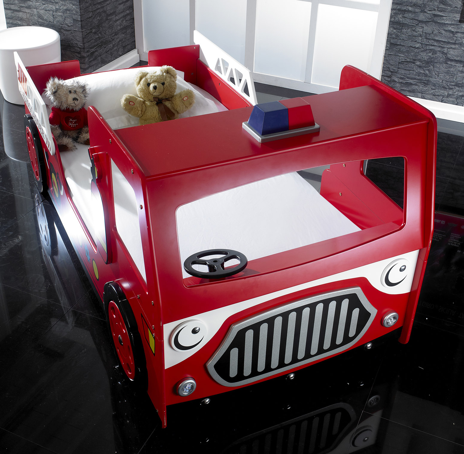 Red Fire Engine Bed With L E D Lights Majestic Furnishings